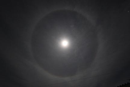 101023_神秘的な月.jpg